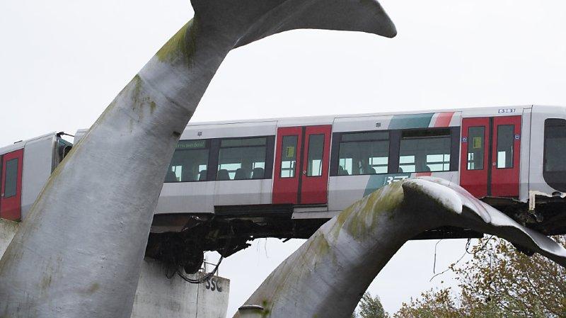La statue a empêché la rame de métro de s'écraser dix mètres plus bas.