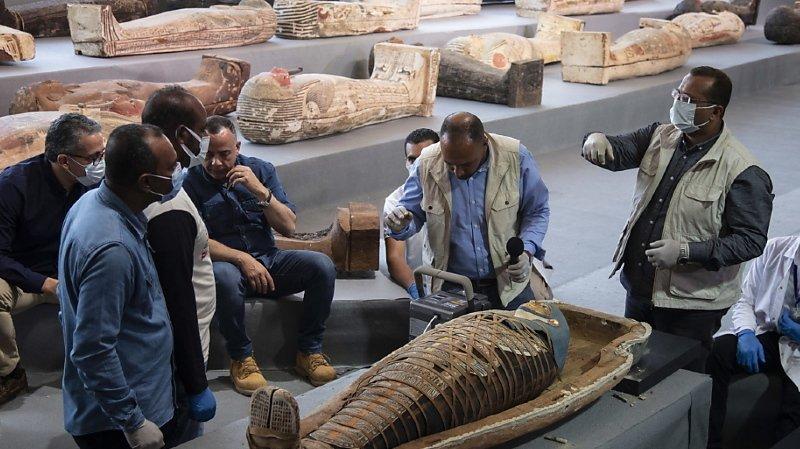 Egypte: une centaine de sarcophages intacts ont été découverts