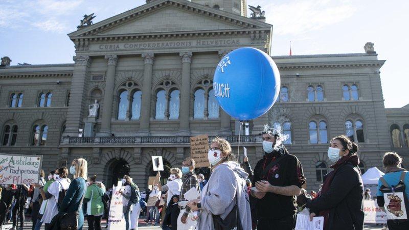 Le personnel de la santé, sur la Place fédérale, a dû être protégé par la police
