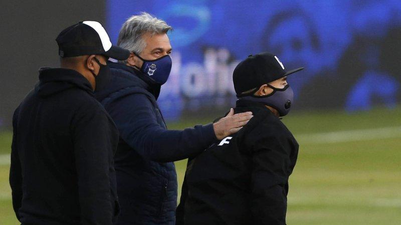 Football: Pour ses 60 ans, Maradona assiste brièvement à un match