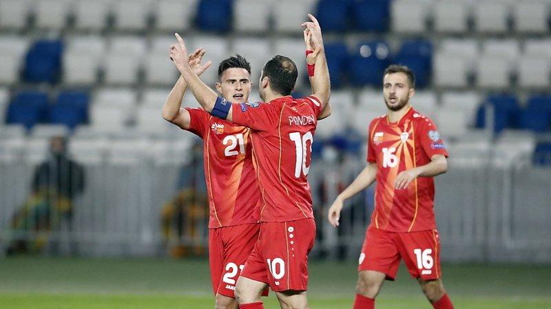 Goran Pandev (10) congratulé après son but historique.