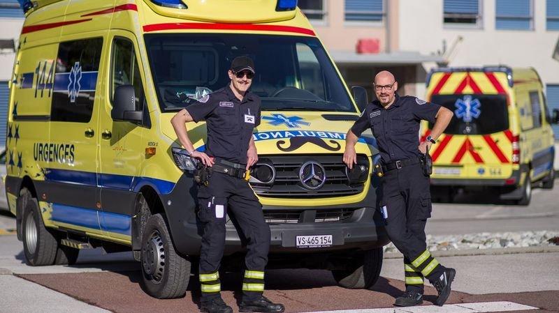 Coronavirus: dix ambulanciers portent la moustache pour soutenir Movember