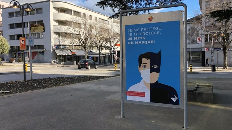 Les affiches de sensibilisation au port du masque parsèment le territoire sierrois.