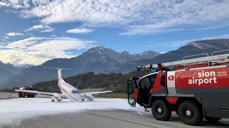Sion: un avion sans train d'atterrissage évite le pire à l'aéroport