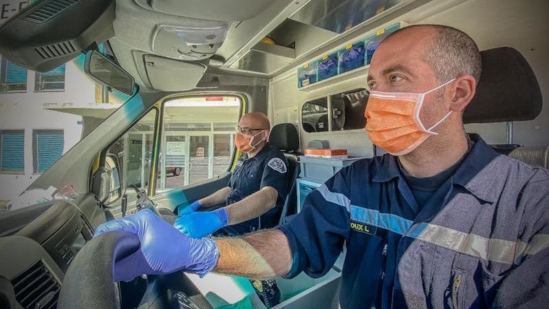 Coronavirus: les pompiers des grandes villes valaisannes prêtent main-forte aux ambulanciers