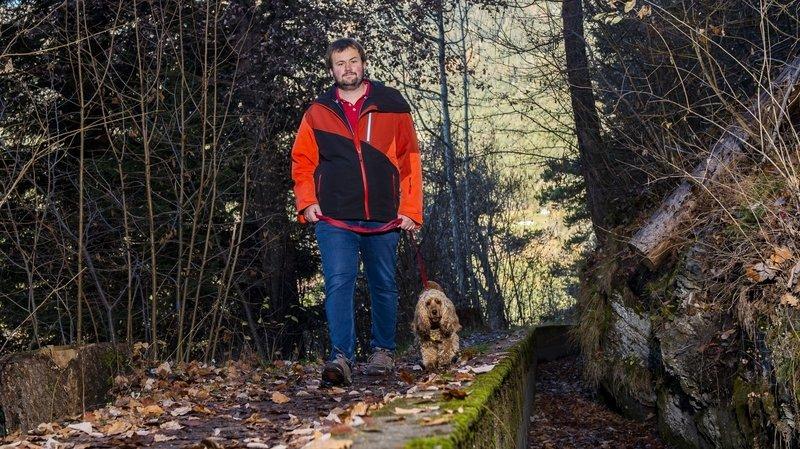 Formée en Valais, la chienne Yamba repère les signes des crises d'épilepsie de son maître