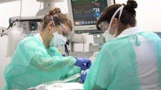 Covid-19: moins de patients en soins intensifs par rapport au printemps