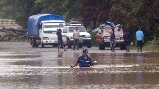 Intempéries: l'ouragan Iota, au maximum de sa puissance, frappe le Nicaragua