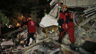 Séisme en Egée: le bilan s'alourdit à au moins 26 morts en Turquie et Grèce