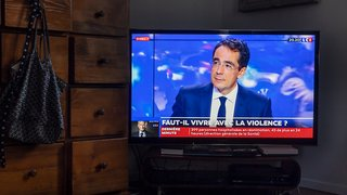 L'ex-star de la RTS Darius Rochebin accusé de harcèlement sexuel