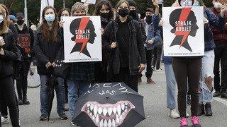 Interdiction d'IVG: les femmes polonaises investissent massivement la rue