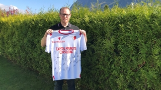 Football: il organise des ventes aux enchères pour aider les clubs