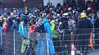 Zermatt: la photo montrant des skieurs entassés devant les remontées mécaniques prise très au sérieux