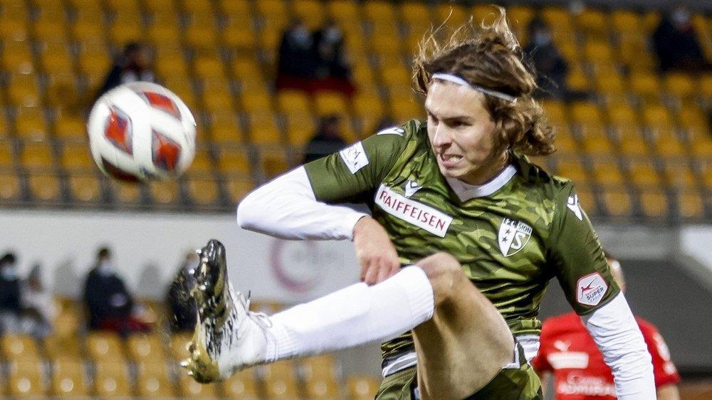 Roberts Uldrikis envoie le ballon hors du cadre des buts du FC Vaduz lors du match de samedi au Liechstenstein.