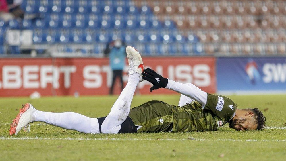 Blessé, Guillaume Hoarau doit quitter le jeu après moins d'une demi-heure lors du match contre le FC Vaduz.