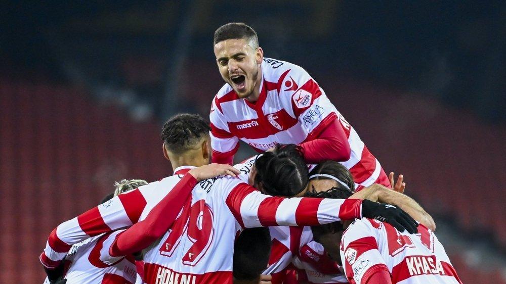Les joueurs du FC Sion jubilent après leur deuxième but marqué par Jared Khasa.