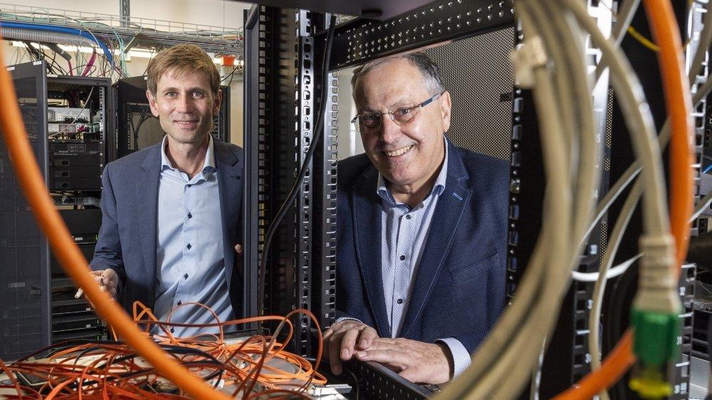 En 1995, Jacques Cordonier présidait VSnet, à l'origine du premier réseau internet en Valais. L'association est aujourd'hui présidée par Stéphane Roduit et continue d'assurer un réseau de haute qualité à la communauté académique et scientifique du Valais.