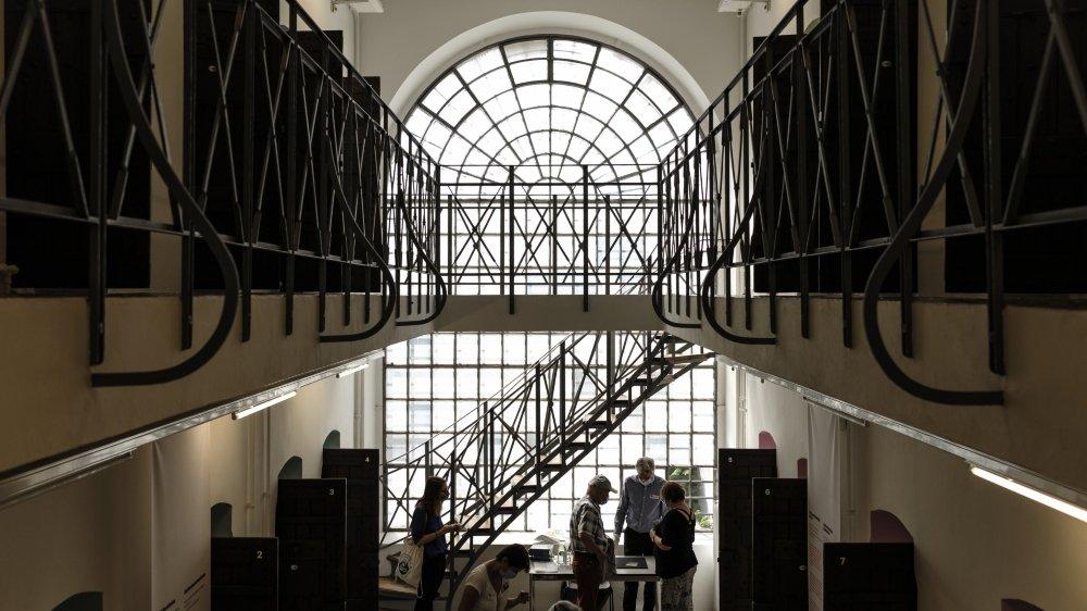 """L'ancien Pénitencier de Sion pourra de nouveau accueillir des visiteurs avec l'exposition """"Destination Collection"""" prolongée jusqu'en mai 2021."""