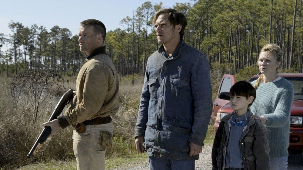 Roy (Michael Shannon, au centre) a kidnappé son propre fils pour le soustraire à des fanatiques.