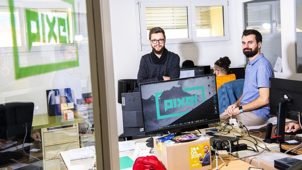 L'autonomie développée par Lionel Quarroz (à gauche) à la Team Academy de la HES-SO Valais a séduit Alex Milius, directeur de la start-up Pixel Sàrl.