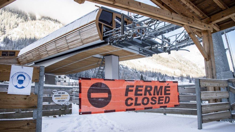 Comme ici, à Vallorcine, les domaines skiables de la vallée de Chamonix resteront fermés durant les fêtes de fin d'année, une mesure édictée pour l'instant jusqu'au 20 janvier prochain.