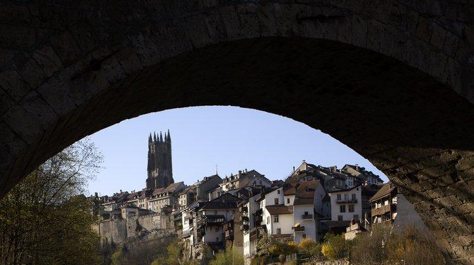Fribourg: une dizaine de bâtiments historiques souillés