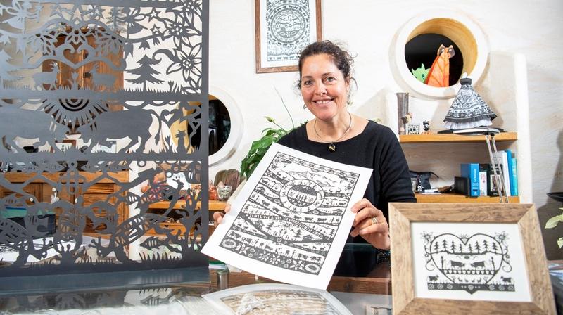 Nos artisans ont du talent: à Troistorrents, Nicole Dayen Schütz donne vie au papier