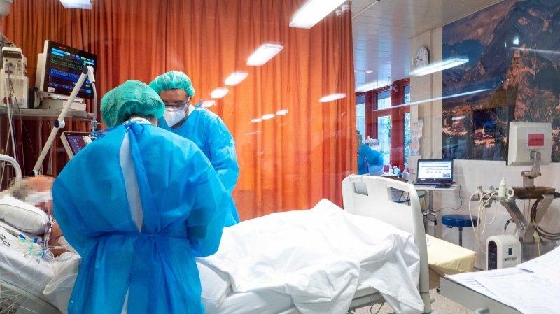 Les hospitalisations dues au Covid-19 augmentent et suivent une courbe à la hausse entamée fin décembre.