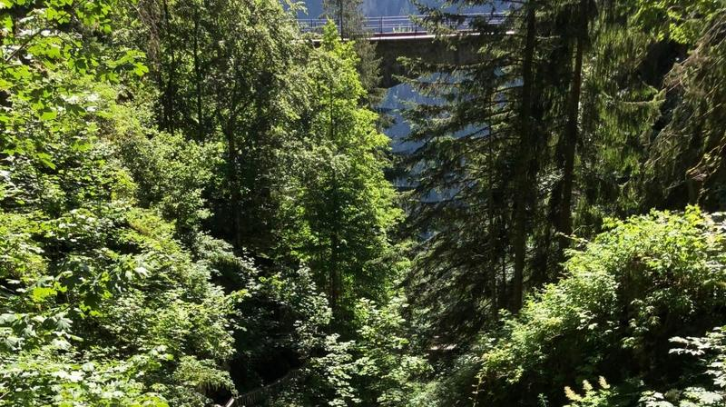 Valais: une nouvelle collection de livres dédiée aux ponts et aux routes