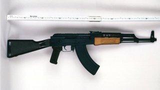 Justice: la Suisse remet 330 kalachnikovs importées illégalement à l'Allemagne