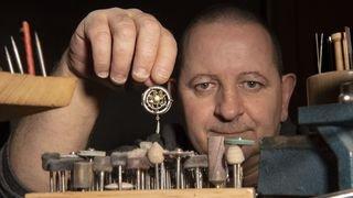 Nos artisans ont du talent: le bijoutier créateur Laurent Gillioz imagine des univers magiques