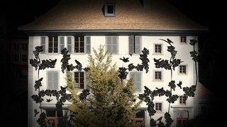 Aigle: les univers féeriques de Camille Scherrer à découvrir sur la façade de l'Ancienne Maison de Ville