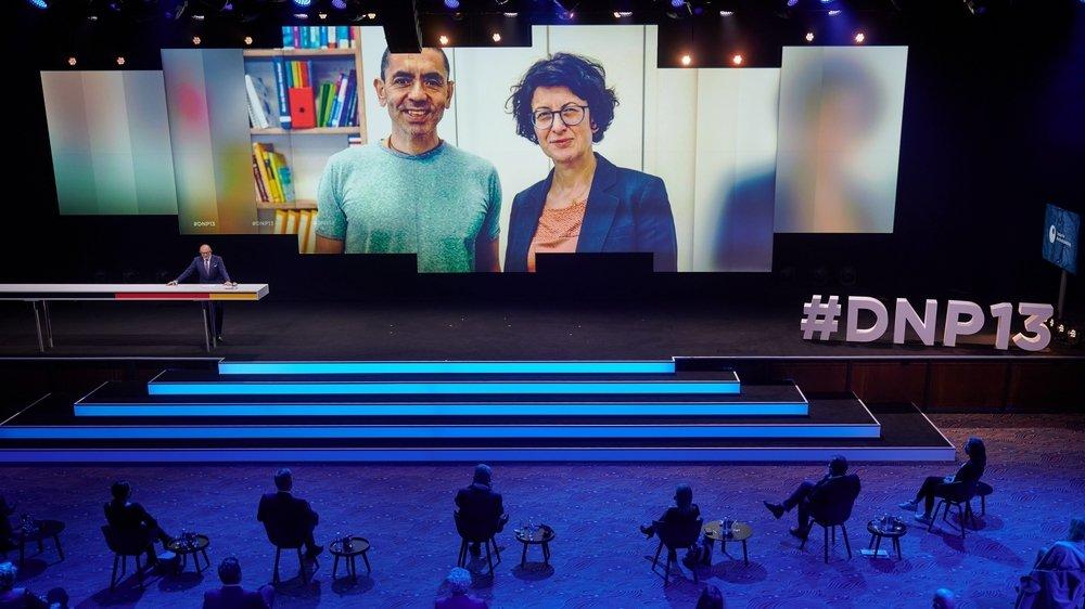 Ugur Sahin (à gauche) et Özlem Türeci sont devenus, en quelques mois, les scientifiques les plus connus d'Allemagne.
