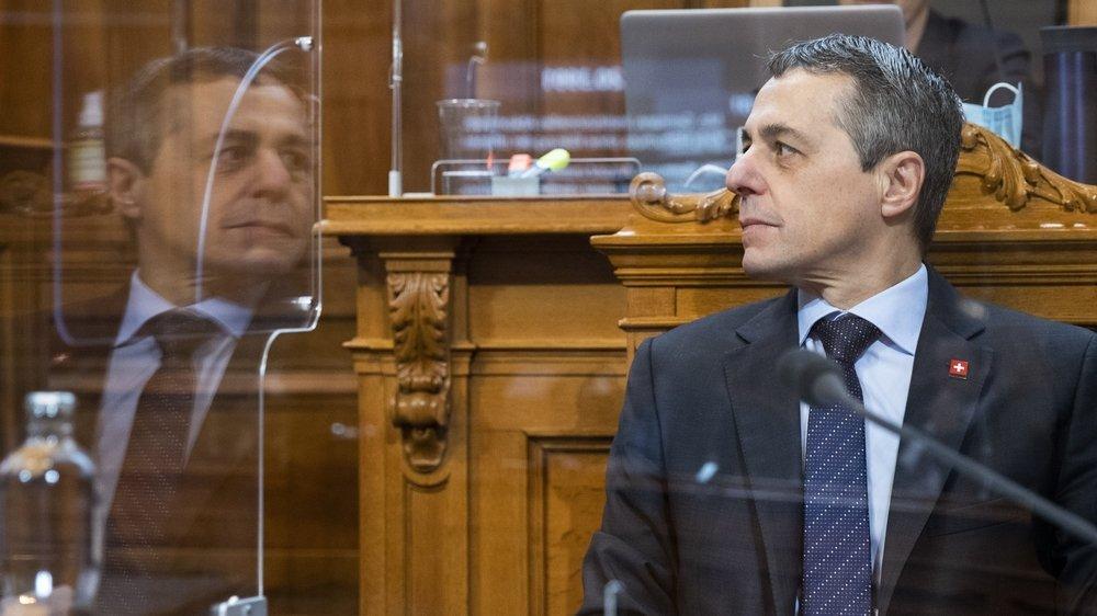 Des deux ministres PLR, Ignazio Cassis et Karin Keller-Sutter, c'est sur les épaules du Tessinois que la pression est la plus forte.