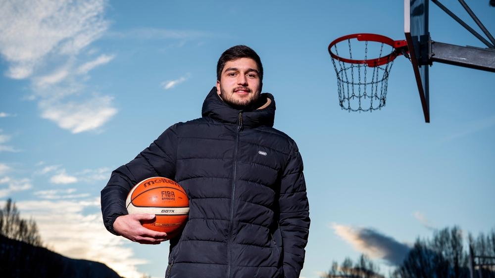 Sion, le 16 décembre 2020 Série de Noël: basket Thomas Salman talent de Sion Basket .