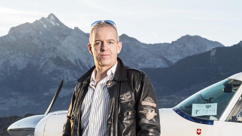 L'avocat Grégoire Rey travaille entre Sion et Genève et est connu pour faire le pendulaire en avion.