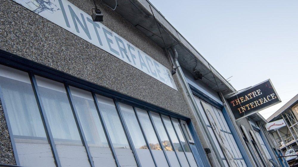 Le quartier général de la compagnie se situe au cœur du théâtre Interface Zone Sud, même si les structures sont séparées.