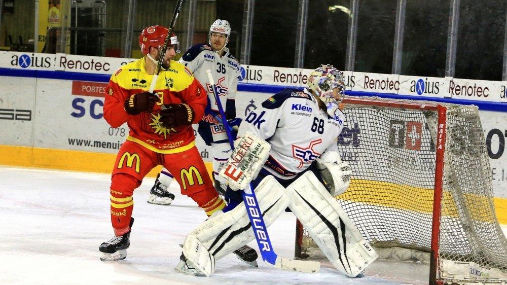 Mathieu Vouillamoz tente d'inquiéter le gardien Dominic Nyffeler.