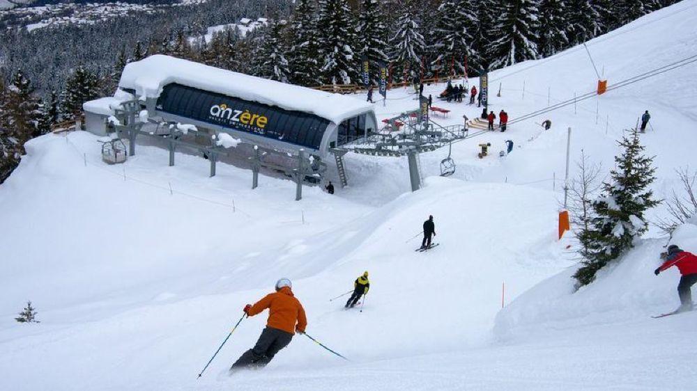 Selon Robert Bolognesi, les conditions de ski sont bonnes dans pratiquement toutes les stations valaisannes (comme ici à Anzère). En dehors par contre...