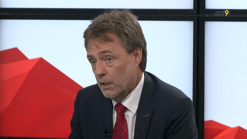 Bilingue, Thomas Gsponer livre régulièrement ses analyses politiques à Kanal 9 et à Canal 9, comme ici en 2015.