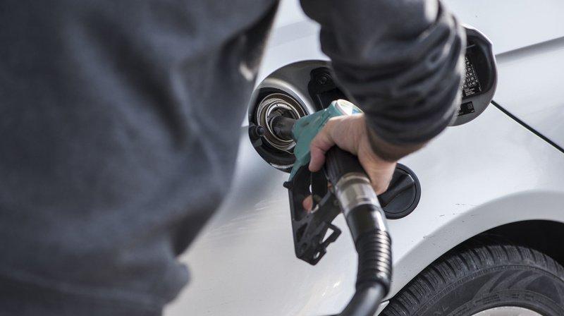 La pandémie de coronavirus a fait chuter le prix des carburants.