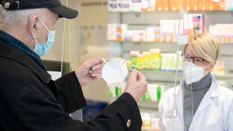 Coronavirus: pourquoi la Suisse n'impose pas le port du masque FFP2