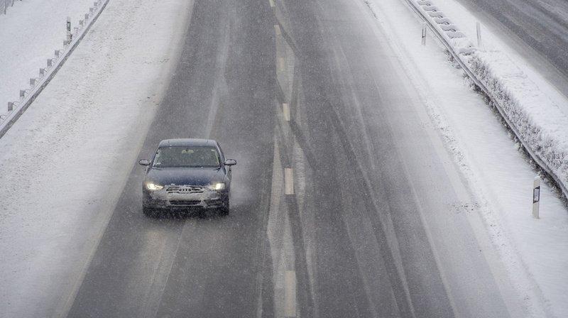 Météo: la neige pourrait tomber en plaine dès mardi, jusqu'à 90 cm attendus localement en montagne