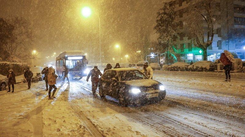 Une tempête de neige sème le chaos en Espagne, au moins trois morts