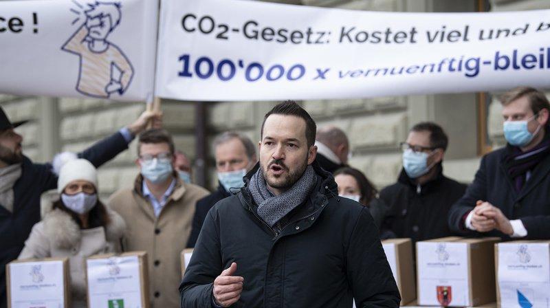 Référendum contre la loi sur le CO2: les milieux économiques déposent plus de 117'000 signatures