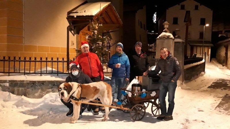 Le vin chaud de ce 1er janvier a été livré à domicile par un Saint-Bernard.