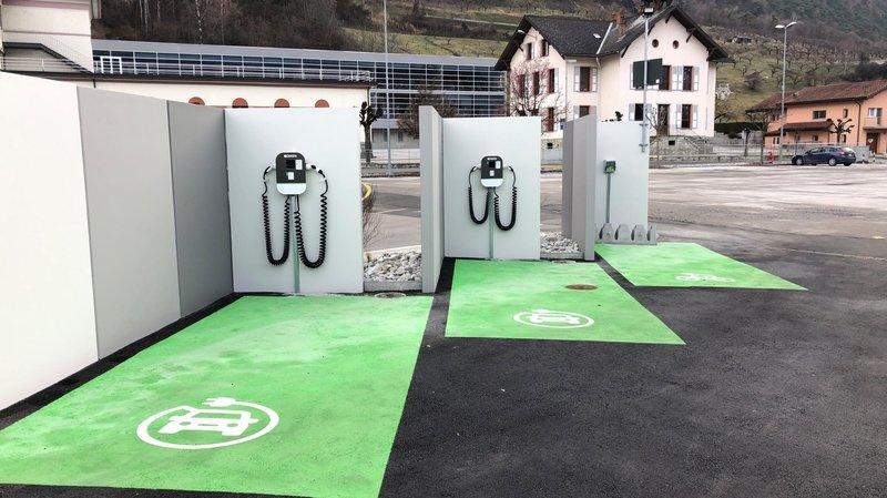 Trois bornes de recharge pour véhicules électriques ont été ajoutées sur l'éco-point de Grône.