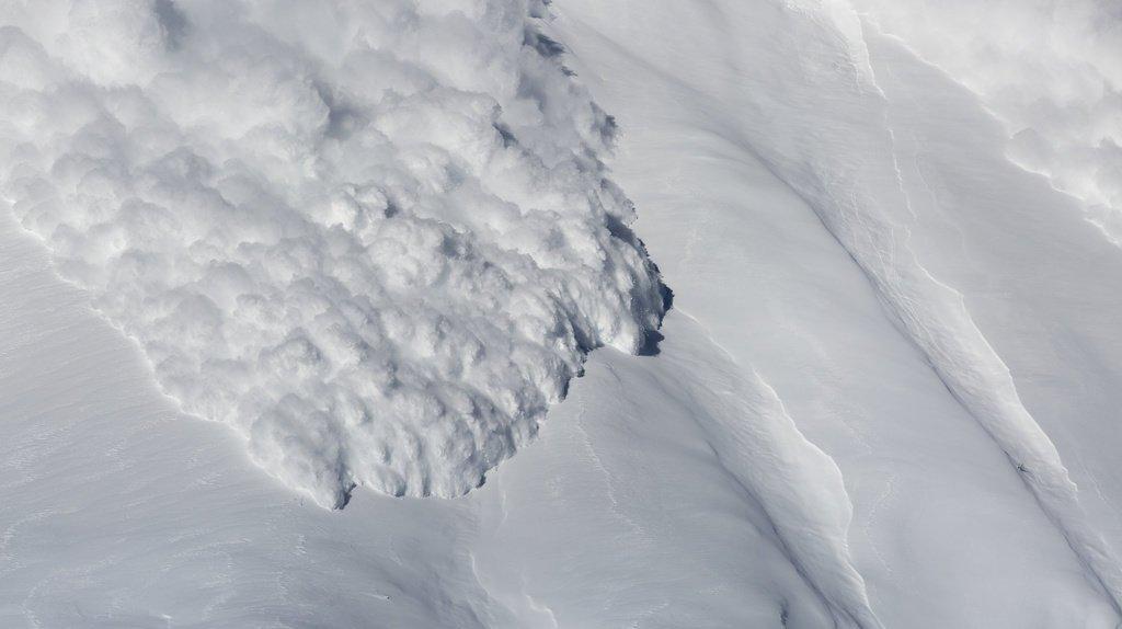 Trois blessés dans trois coulées hors des pistes en Valais