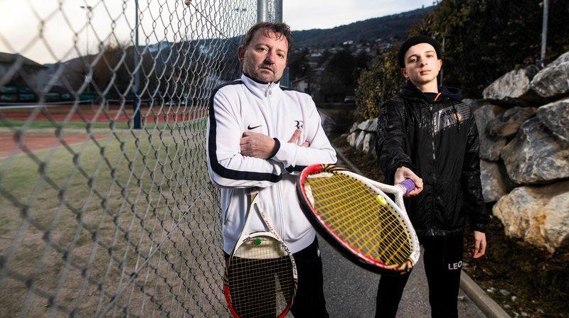 Tennis et coronavirus: un simple grillage les prive de leur sport