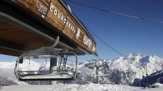 Coronavirus: plombées par les fermetures, les stations de ski françaises mettent la pression